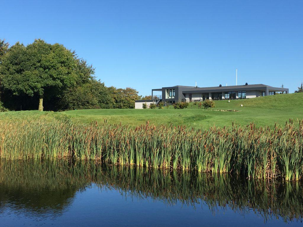 Aabenraa Golfklub ligger på det smukke Løjtland nordøst for Aabenraa. Klubben er fra 2005 og råder og et meget moderne klubhus, med mødelokaler, proshop, kontor, omklædningsrum og selskabslokale.